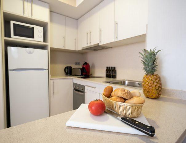 cocina apartamento maritim castelldefels playa