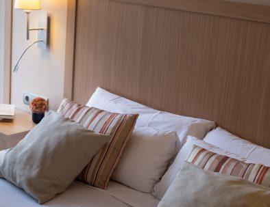 detalle dormitorio apartamento en castelldefels playa