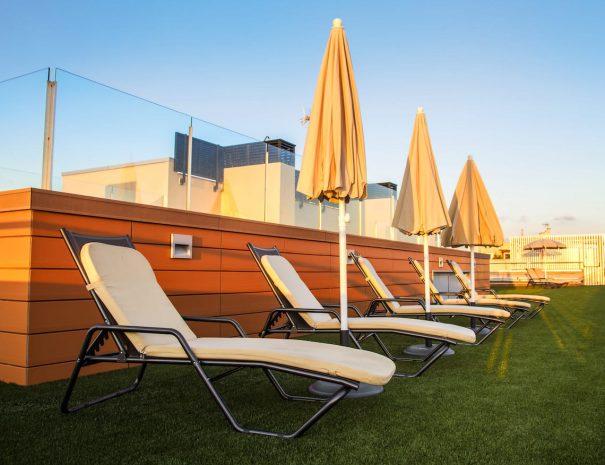 apartaments_maritim_castelldefels_piscina_frente_mar