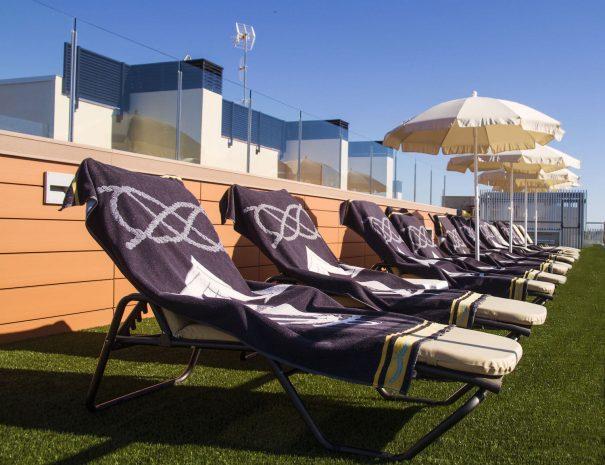apartaments_maritim_castelldefels_piscina_solarium