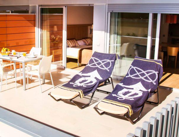 apartaments_maritim_castelldefels_apartamento_terraza_1_dormitorio_planta_baja
